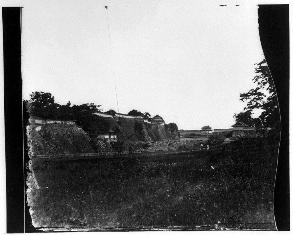 作品画像:旧江戸城写真ガラス原板 三日月堀より紅葉山下門・蓮池門方向