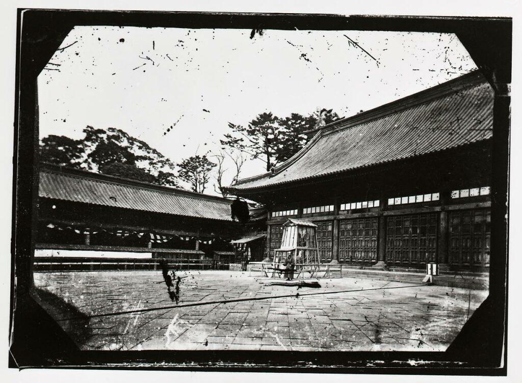 作品画像:文部省博物局主催博覧会湯島聖堂会場 金の鯱と陳列
