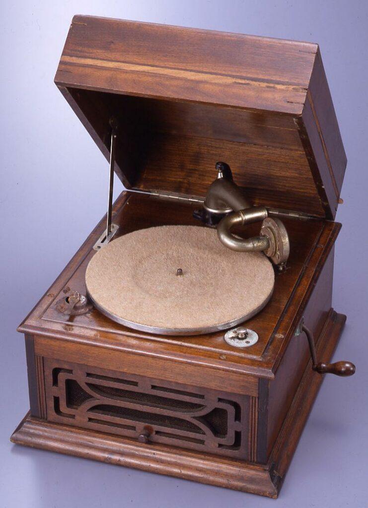 作品画像:蓄音機