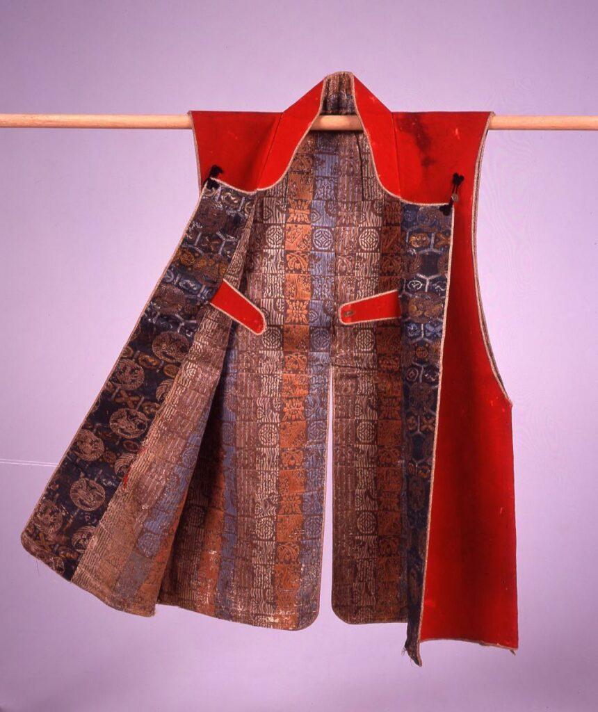 作品画像:緋羅紗地花菱切付紋付陣羽織