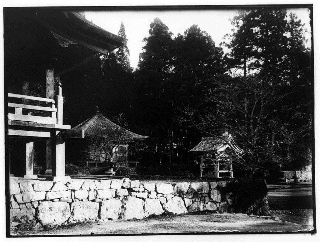 作品画像:仏堂と手水