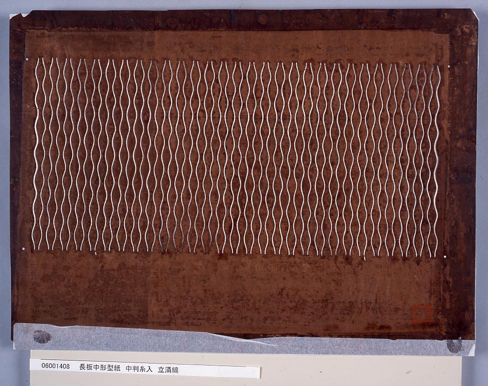 作品画像:長板中形型紙 中判糸入 立涌縞
