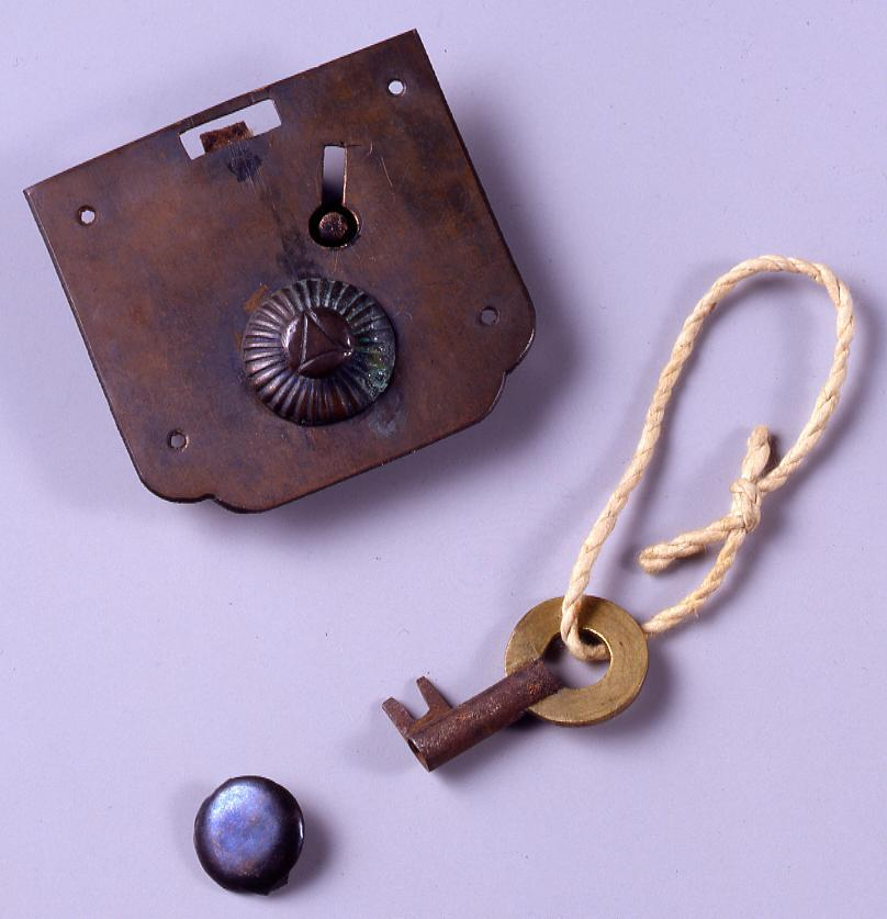 作品画像:松平定信寄進集古十種箱錠