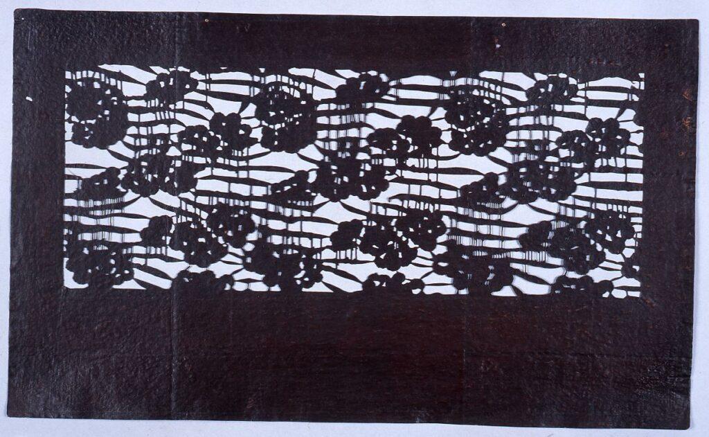 作品画像:長板中形型紙 松(小判 追掛)