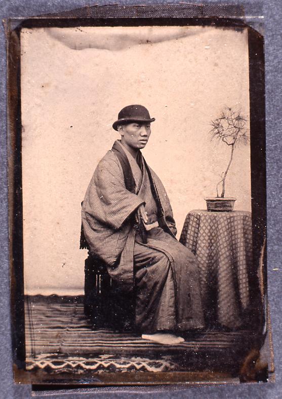 作品画像:いすに座る男性