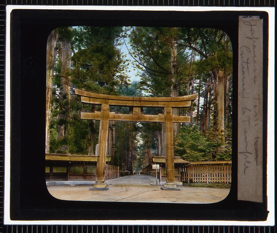 作品画像:神社の鳥居(幻燈原板)