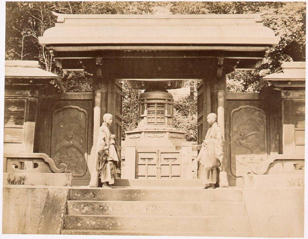 作品画像:寛永寺御表方御霊屋 厳有院中門と宝塔