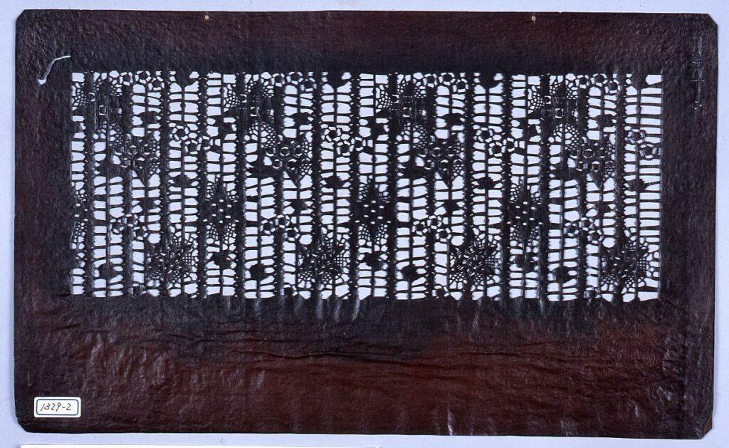 作品画像:長板中形型紙 小梅に星形(小判 追掛)