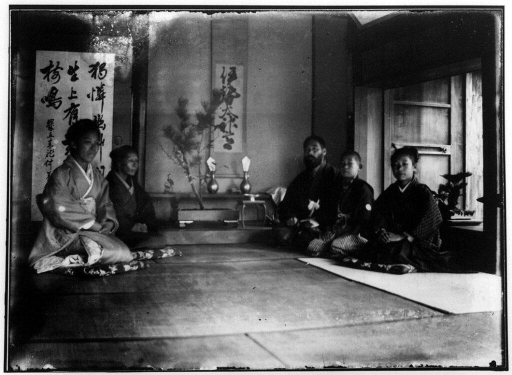 作品画像:正月の床間の家族