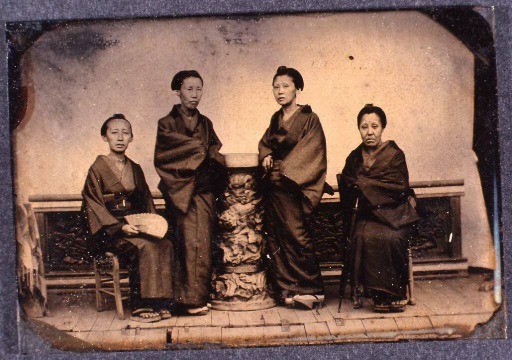 作品画像:女性4人像