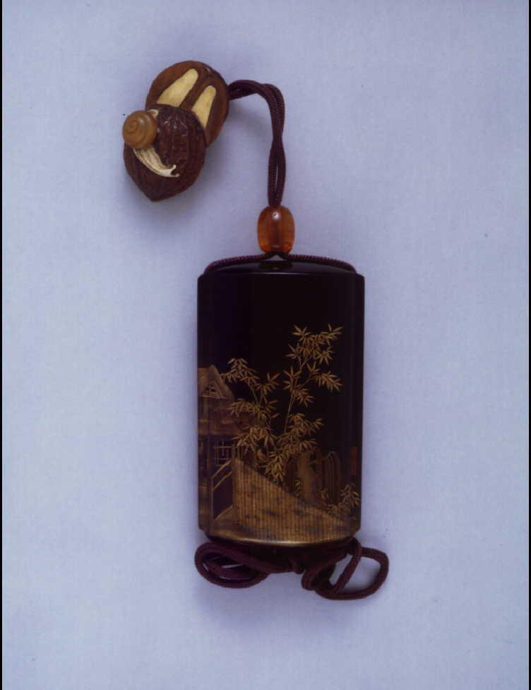 作品画像:竹柳に庵蒔絵印籠 付 くるみに蝸牛根付