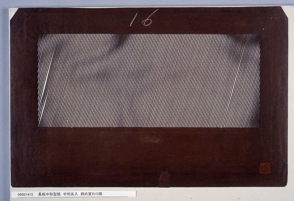 作品画像:長板中形型紙 中判糸入 斜め変わり縞