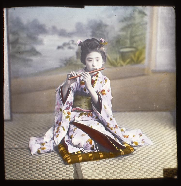 作品画像:横笛を吹く少女