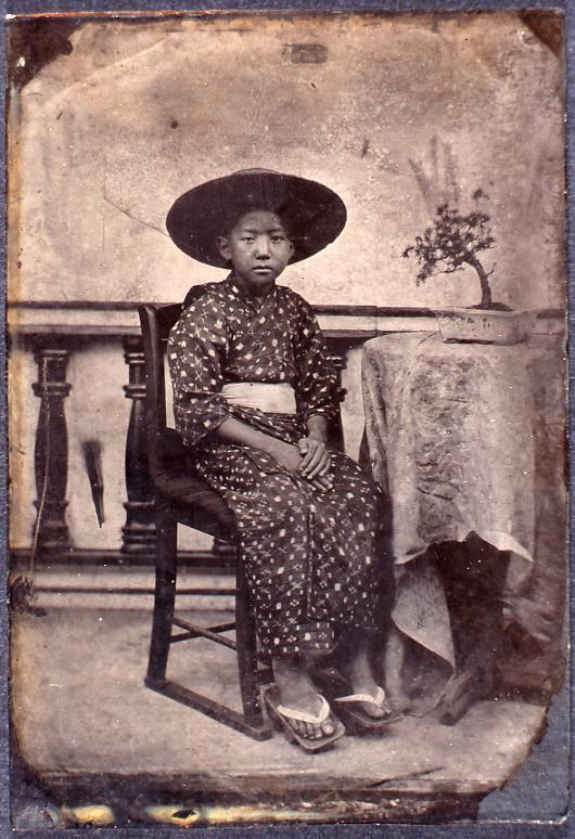 作品画像:いすに座る子供