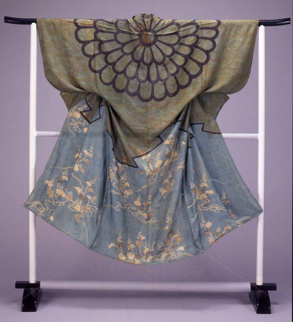 作品画像:染分平絹地花卉水草模様染被衣